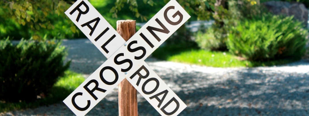 railroad-crossing-sign-1008168_1920